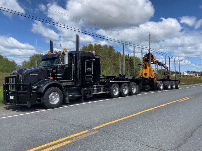 Self-Loading-Log-Truck